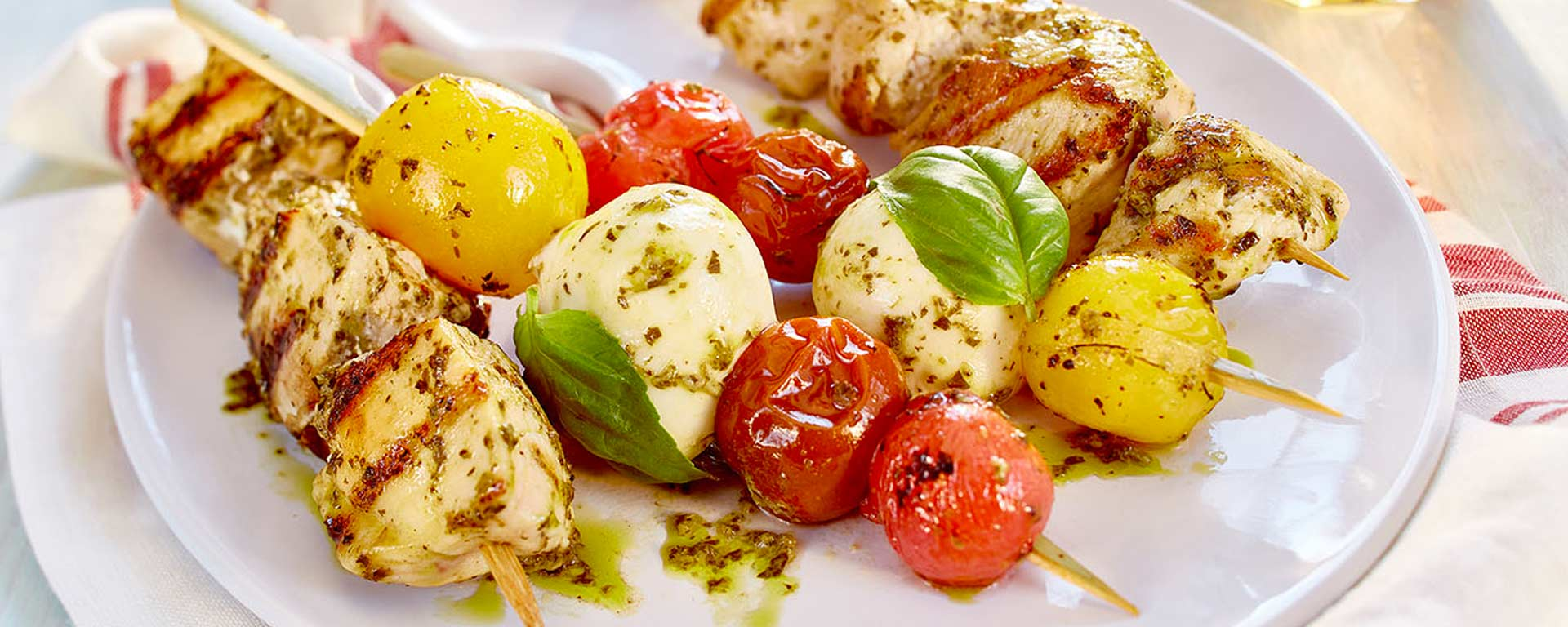 Photo for - Brochettes grillées caprese au poulet