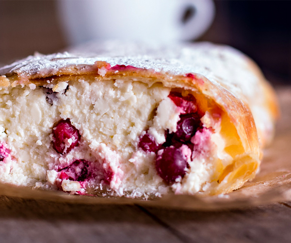 Photo of - Strudel aux canneberges avec fromage mascarpone